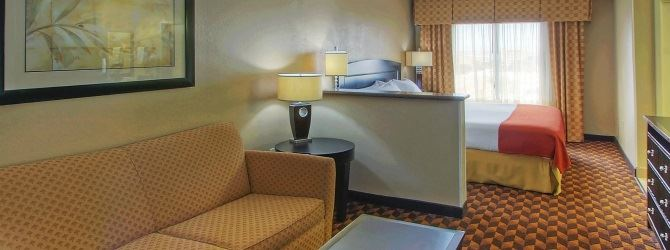 Holiday Inn Express and Suites Albuquerque Midtown